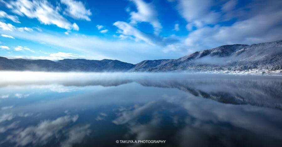 滋賀県の絶景 余呉湖の雪景色