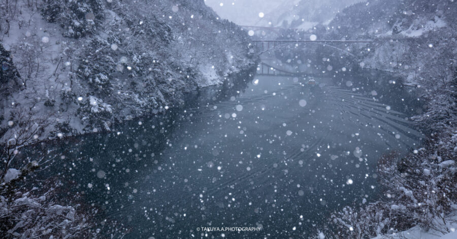 富山県の絶景 庄川峡の雪景色