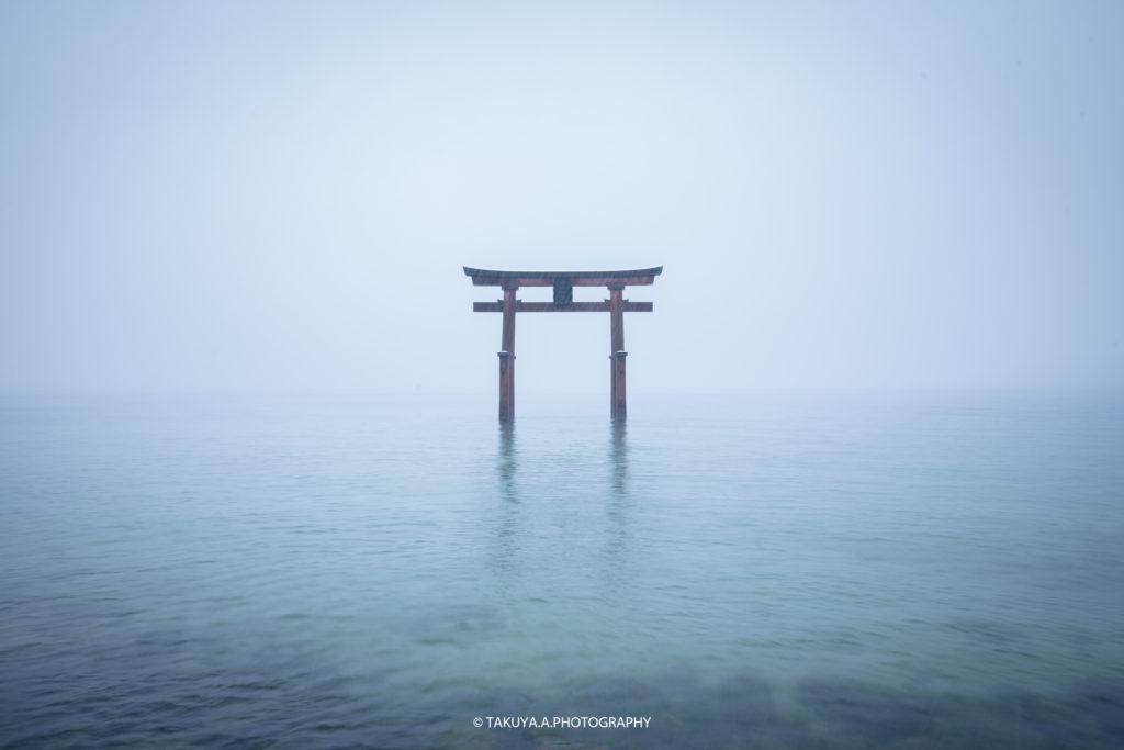 滋賀県の絶景 白鬚神社の雪景色