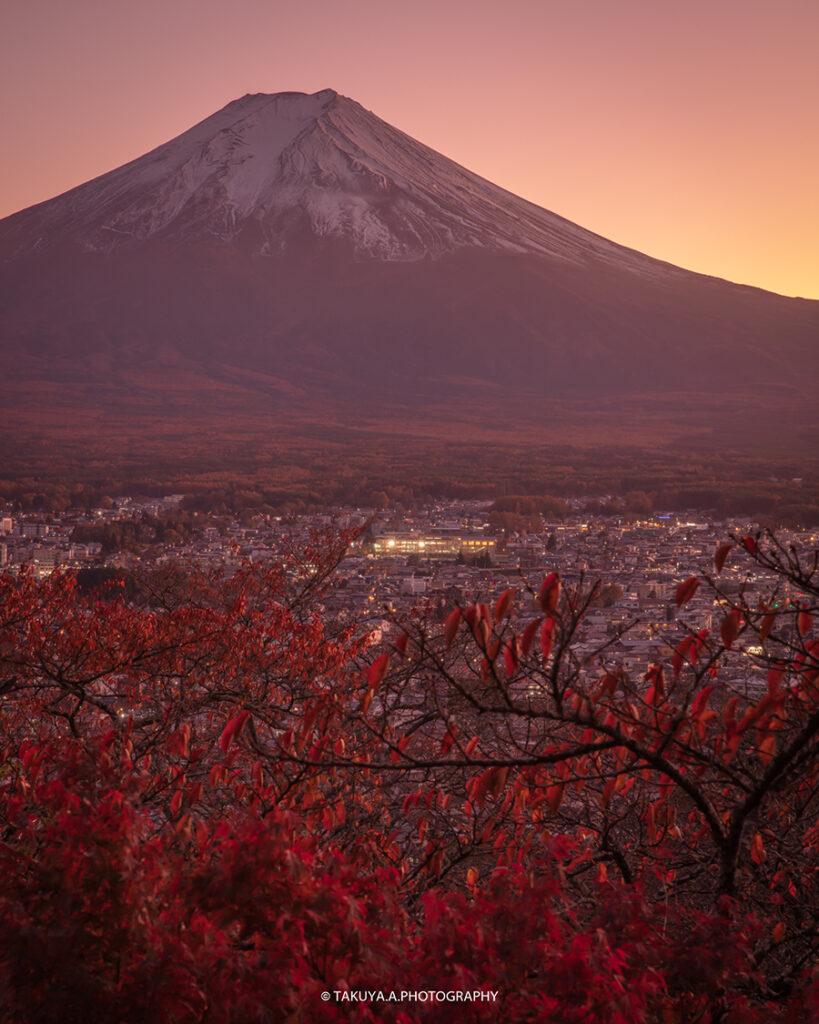 山梨県の絶景 新倉山浅間公園 富士山と紅葉と夕日