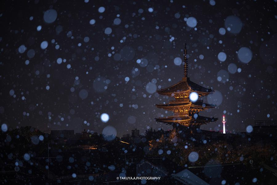 京都府の絶景 法観寺八坂の塔の雪景色