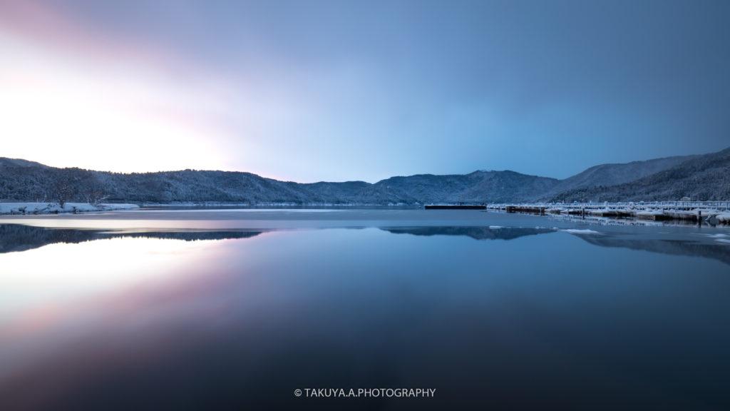 滋賀県の絶景 余呉湖の雪景色1