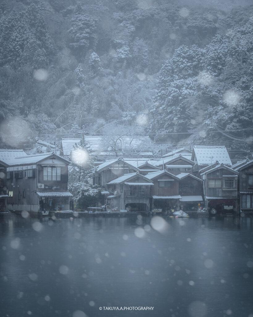 京都府の絶景 伊根の舟屋の雪景色
